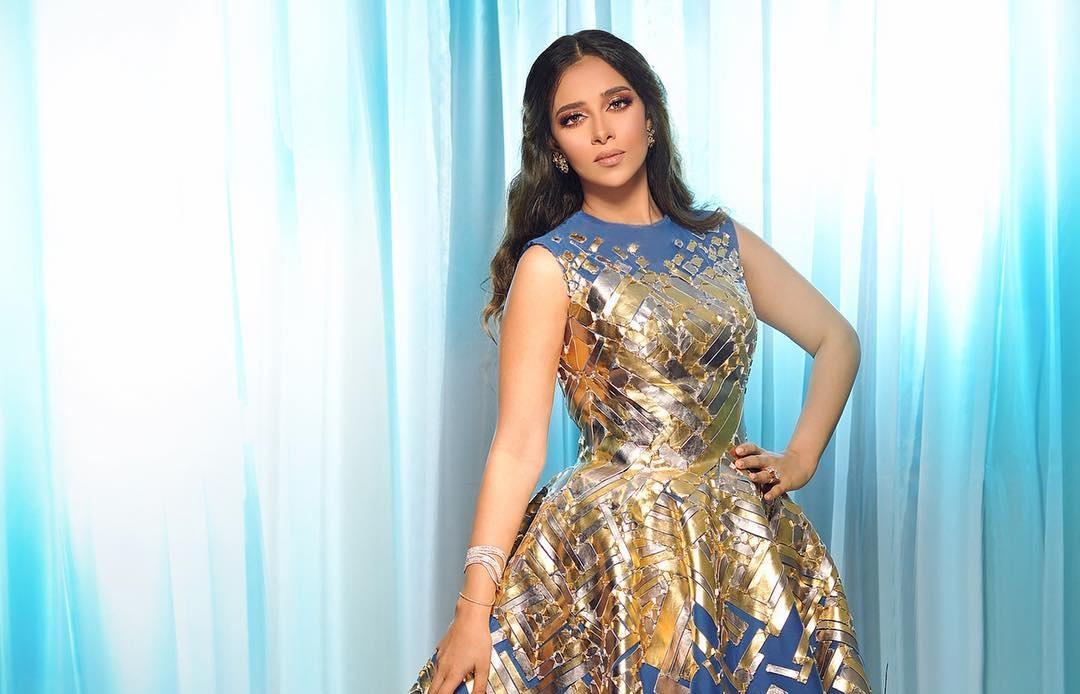 فستان مزركش بالنقوش المعدنية من أجمل إطلالات الفنانة بلقيس