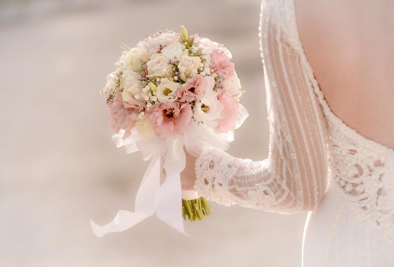 باقة من الورود الملونة لعروس 2019