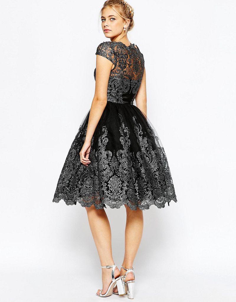 تصميم مبتكر لفستان دانتيل قصير