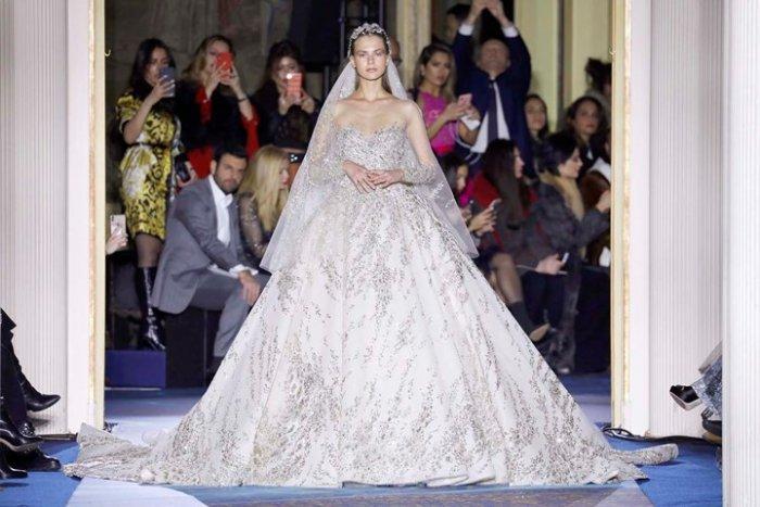 ثوب زفاف ملكي فخم مرصع بالكريستال