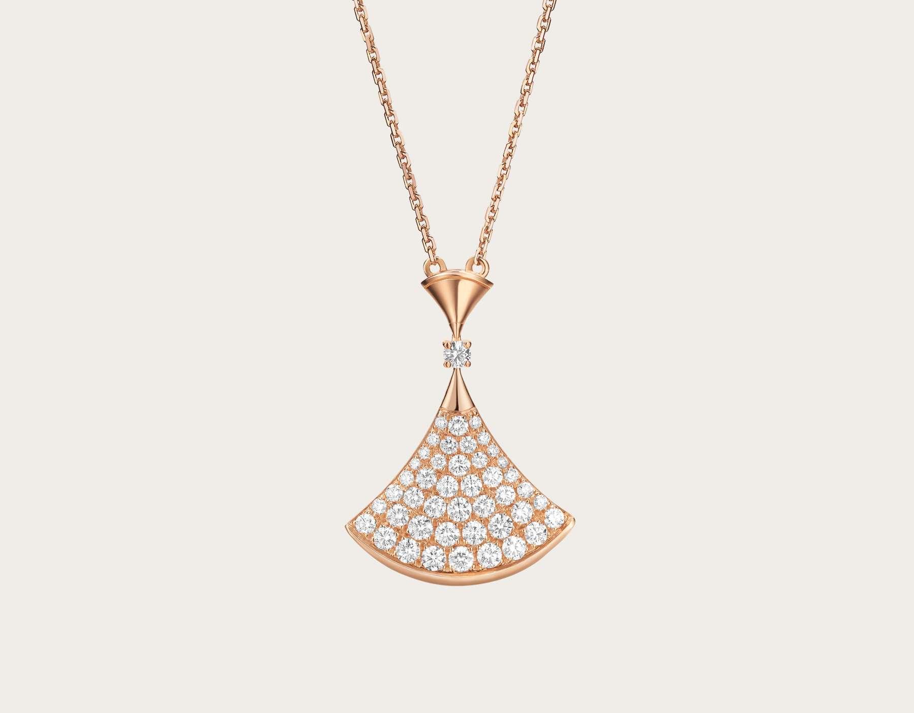سلسلة من دار بولغاري تحتوي على حبات من الماس