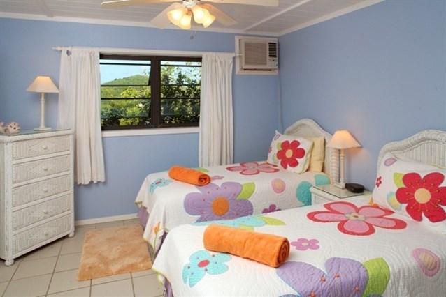 غرفة نوم أطفال بسريرين مودرن