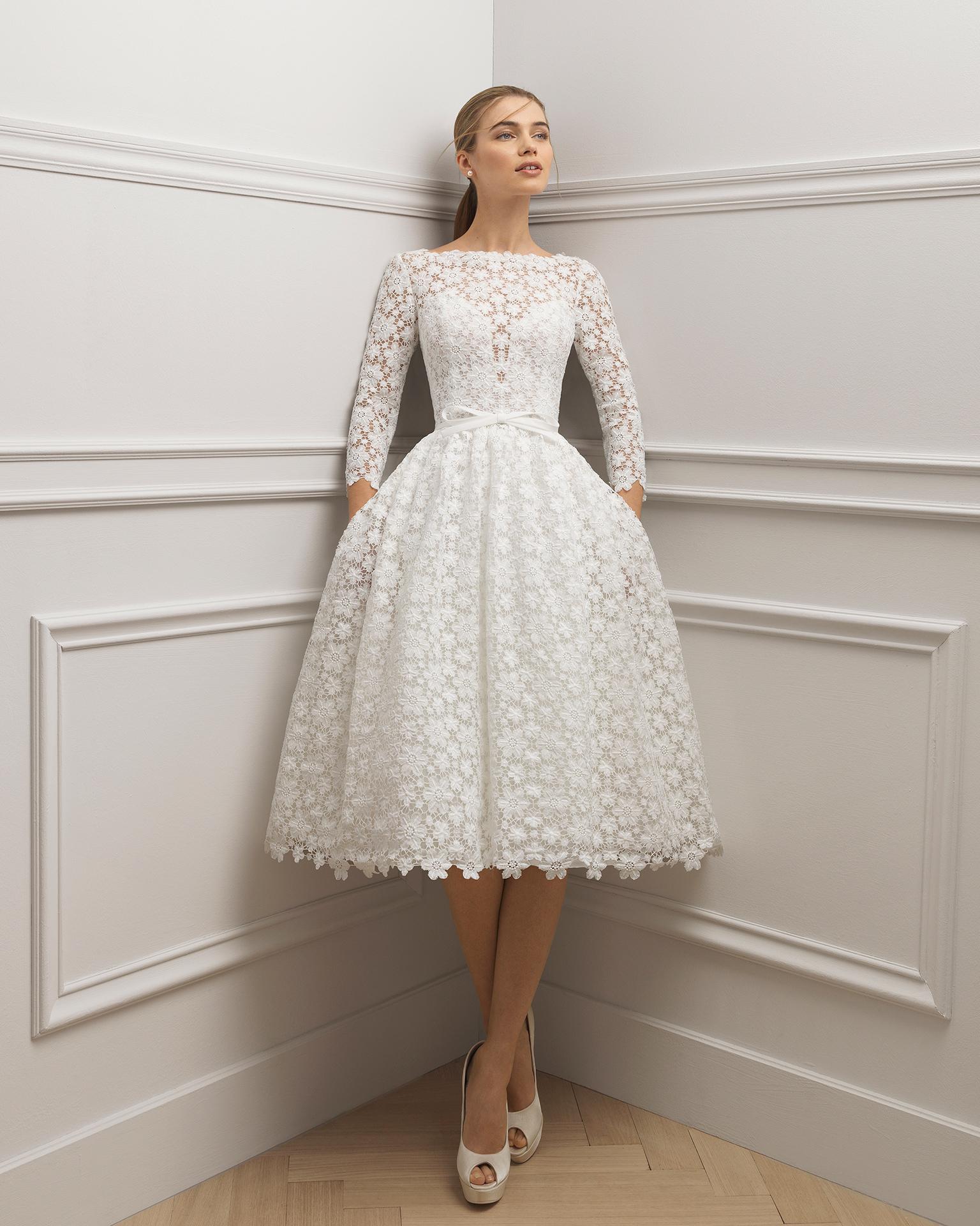فستان زفاف مطرز بتنورة قصيرة