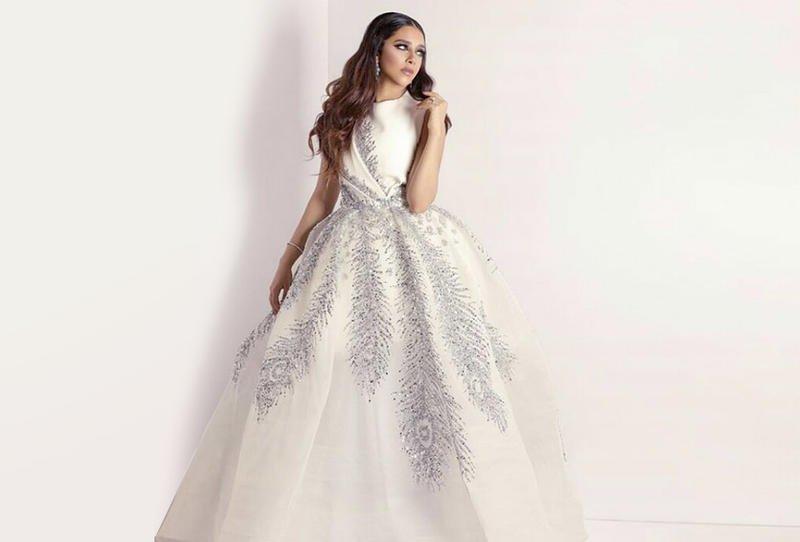 فستان باللون الابيض المميز ترتديه بلقيس