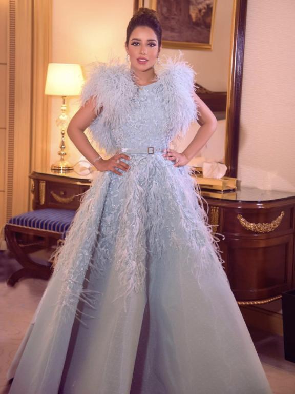 فستان بلون الباستيل ترتديه الفنانة بلقيس
