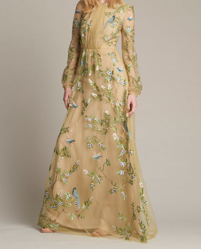 فستان بيج مطرز يناسب المحجبات