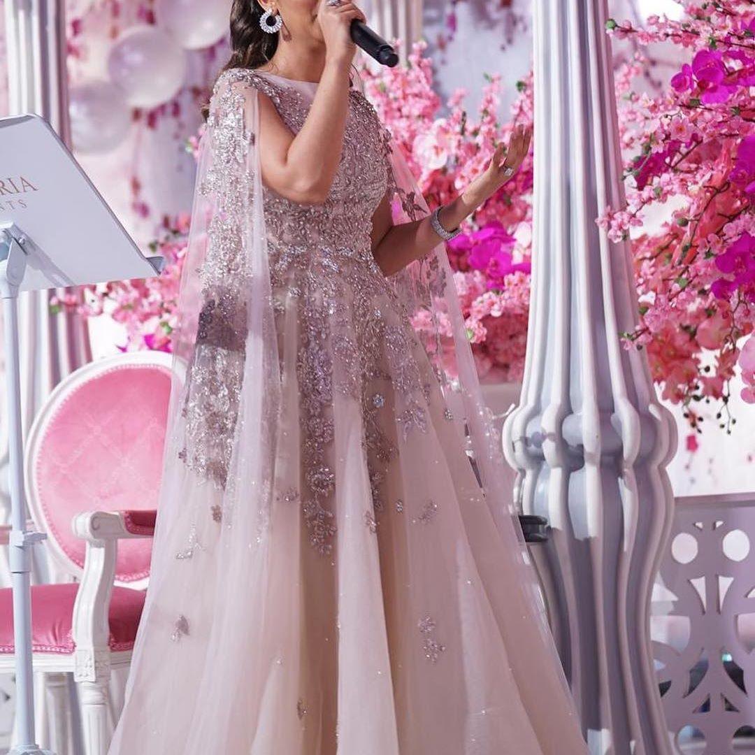 فستان ذو تصميم راقي للفنانة بلقيس فتحي