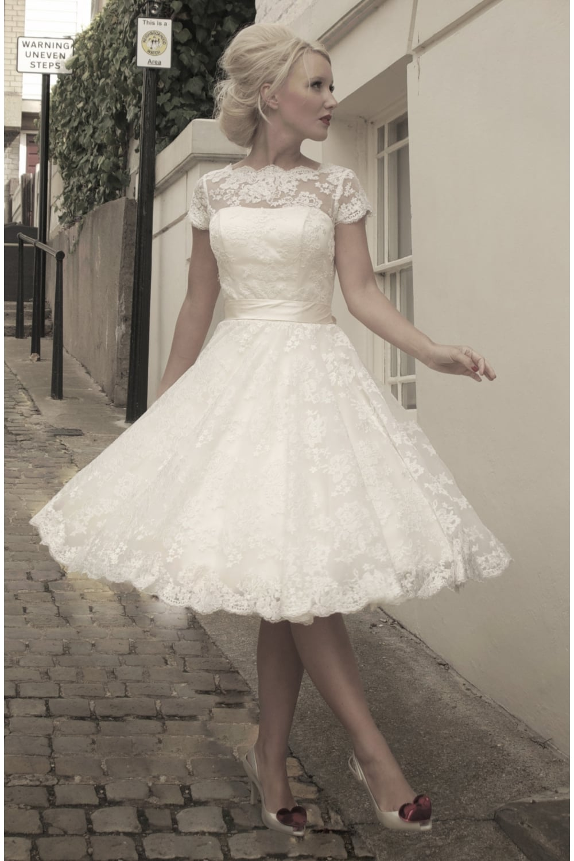 فستان زفاف ناعم وأنيق