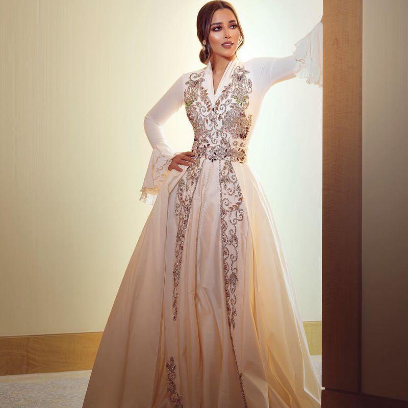 فستان سهرة طويل مميز