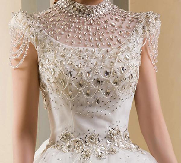 فستان عرس مزين بالألماس
