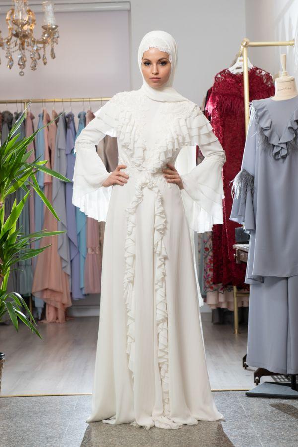 فستان للمحجبات باللون الأبيض