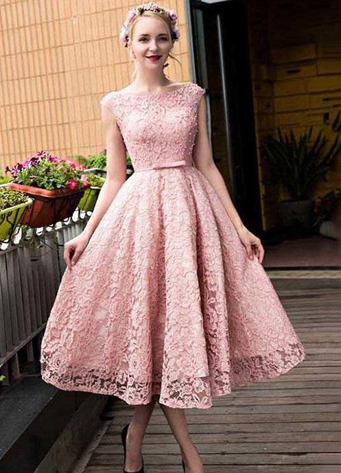 لون جميل للغاية لفستان دانتيل يناسب سهرات عيد الاضحى 2019