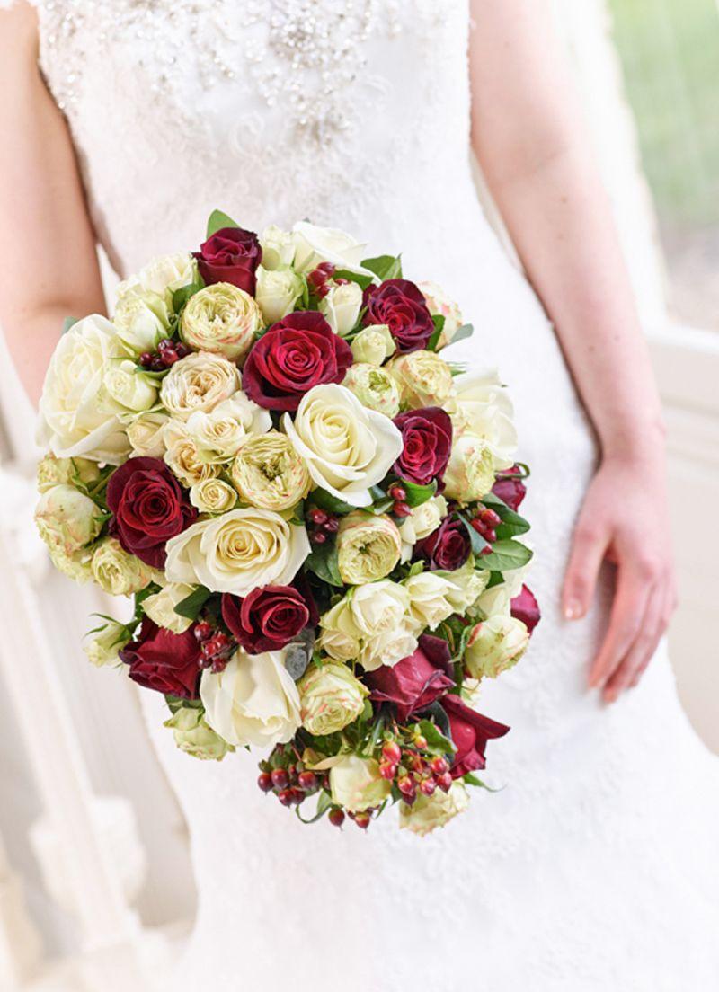 مسكة ورود بيضاء وحمراء طبيعيه لعروس 2019