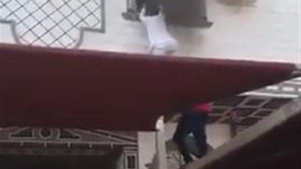 بالفيديو.. سوبر مان سعودي ينقذ أطفالا كادت أن تلتهمهم النيران