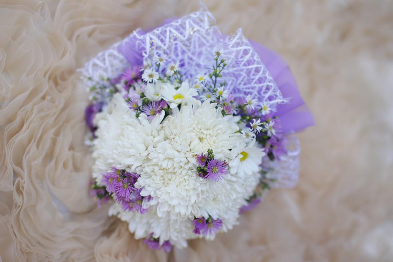 ثيمات زواج باللون الأبيض والبنفسجي