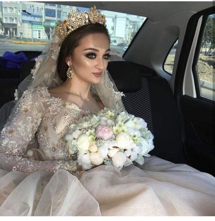 تيجان العروس من اللون الذهبي