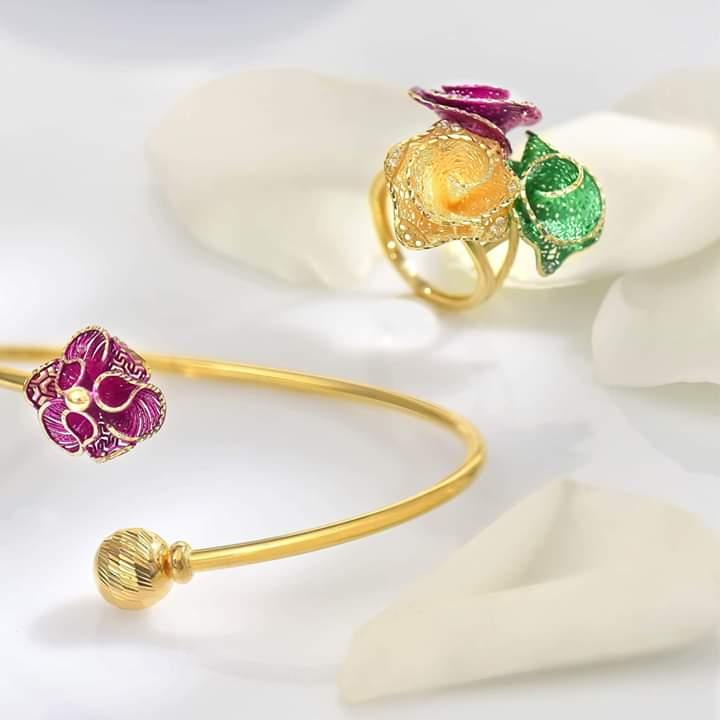 خاتم ذهبي مميز من مجوهرات لازوردي