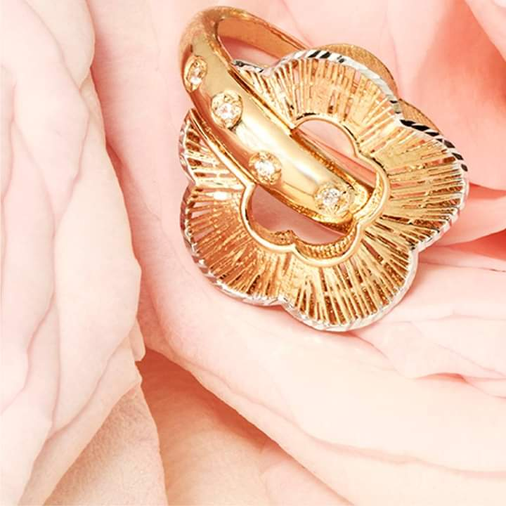 خاتم ذهبي كبير من لازوردي