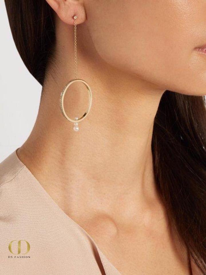 تصميم حلق ذهبي متوسط الحجم طويل على شكل دائرة متدلية