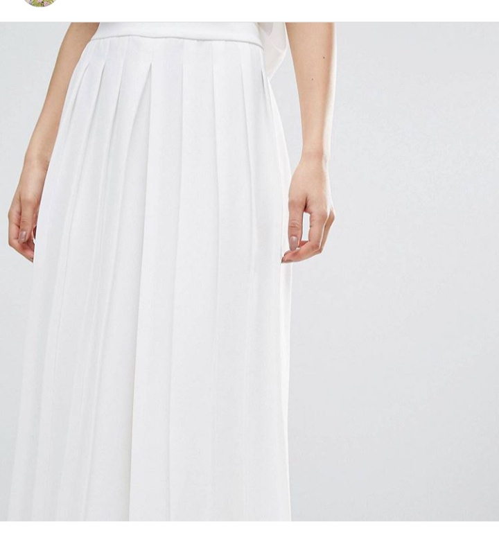 بنطلون واسع من اللون الأبيض