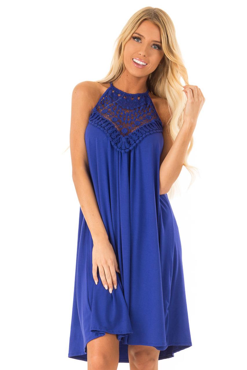 فستان قصير من اللون الأزرق