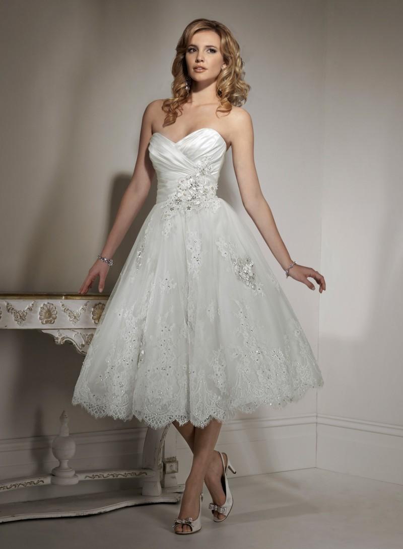 إطلاله مميزة للعروس بفستان الزفاف المطرز