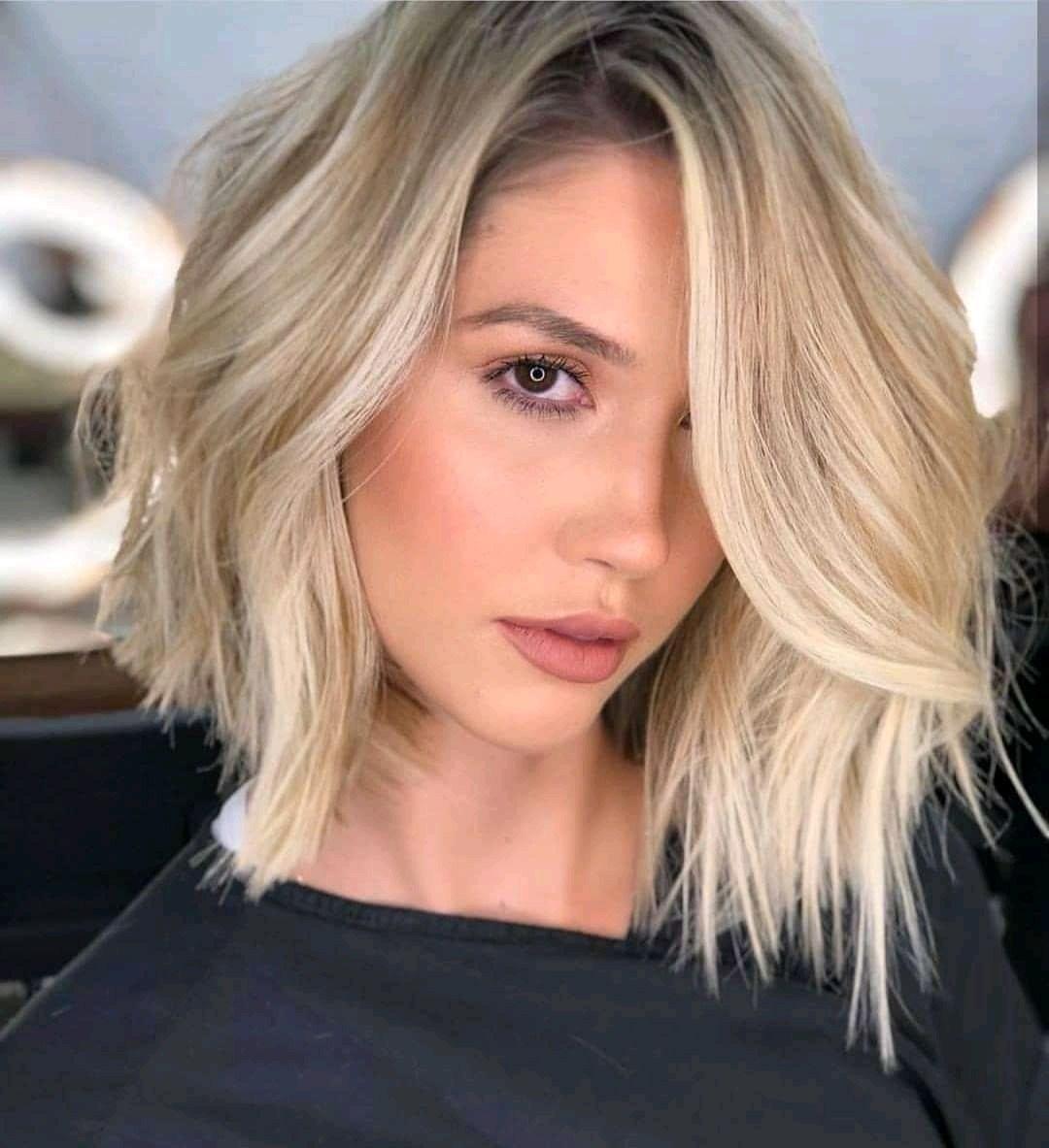 الشعر القصير المتدرج يمنح إطلالتك طابعًا عصريًا