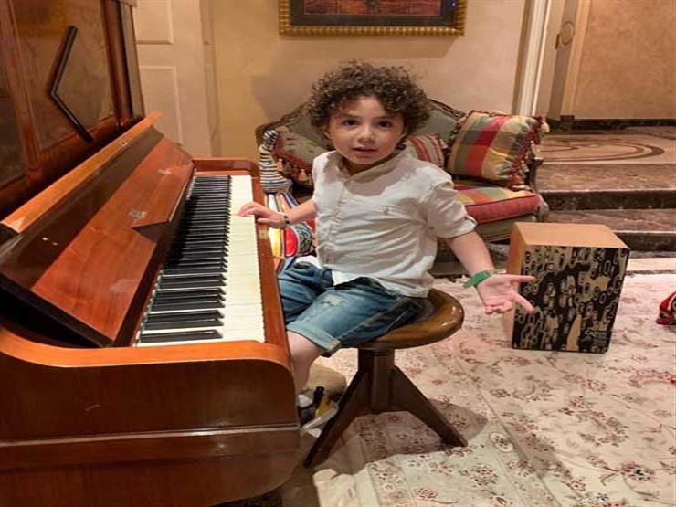 الطفل ياسين في منزل أنغام