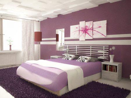 اللون الفضي والبنفسجي المميزين لورق حائط غرف النوم