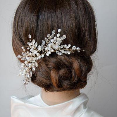 تألقي بتسريحة شعر مميزة يوم زفافك