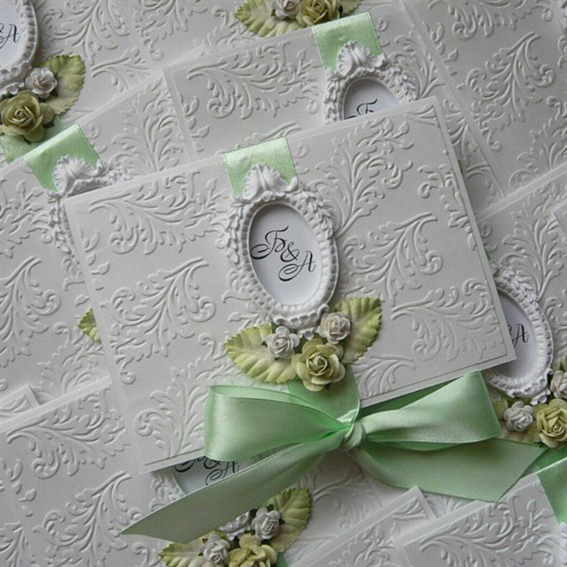 ثيمات زفاف بتصميم راقي باللون الاخضر