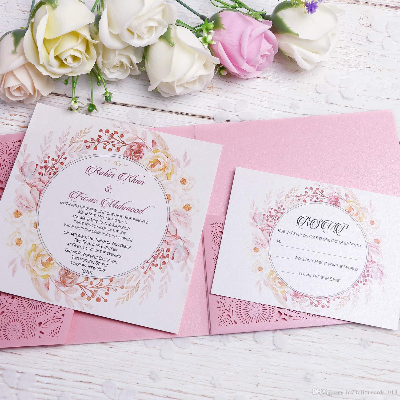 اللون الوردي المميز يضفي طابعًا رومانسيًا على ثيمة العرس