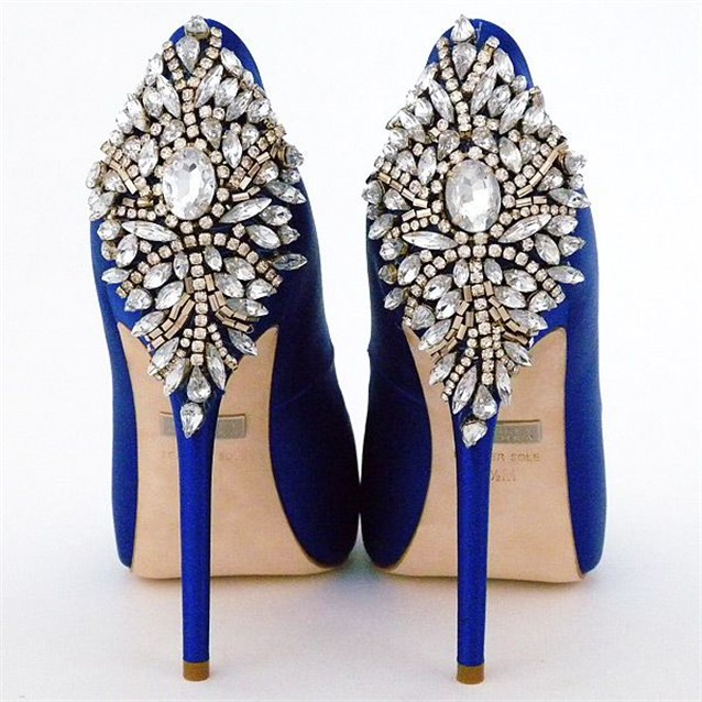 حذاء باللون الازرق الساحر لعروس 2019