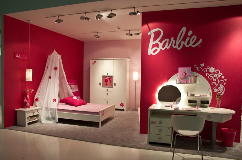 ديكور غرف مزين بالدمية باربي للفتيات