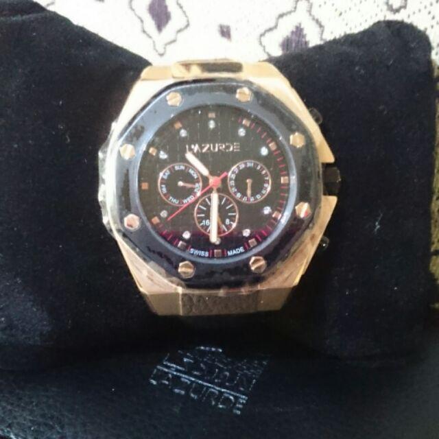 ساعة ذهبية مميزة للرجال