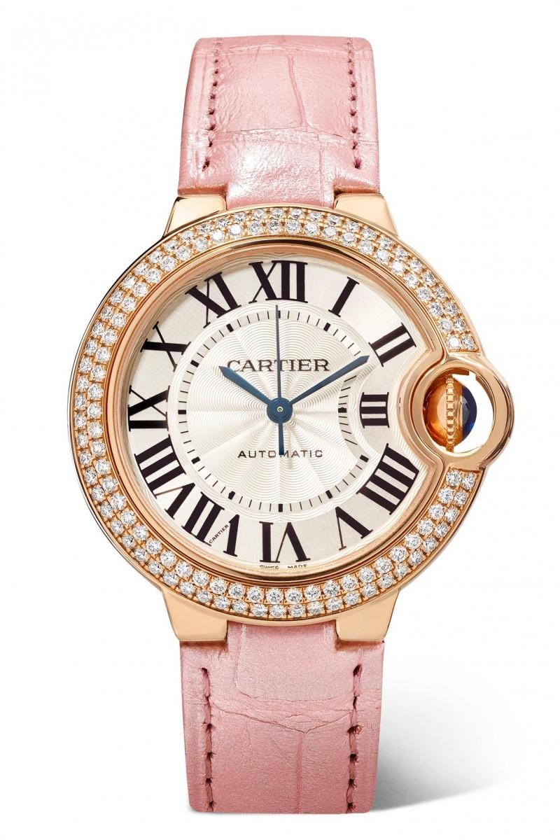 ساعة من دار كارتييه ذات سوار وردي تجمع بين الذهب الوردي والماس