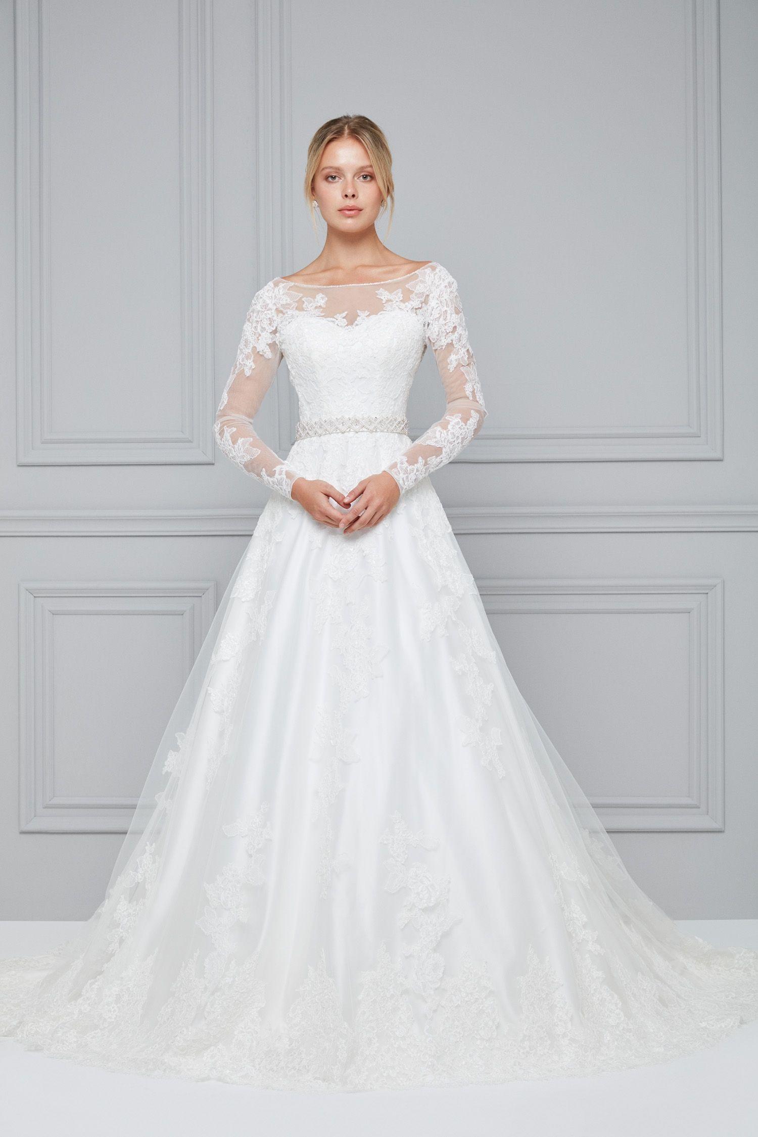 طلة ملكية لفستان زفاف بأكمام من الدانتيل