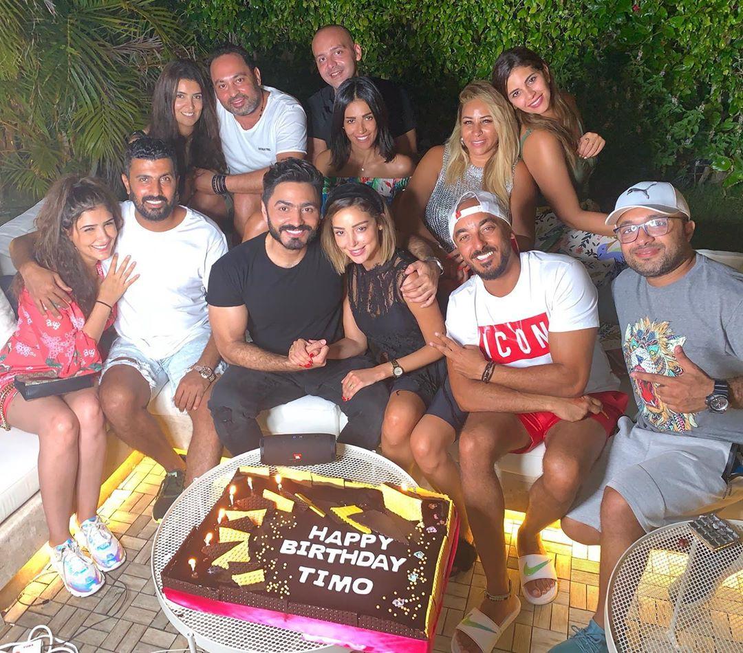 بسمة بوسيل تحتفل بعيد ميلاده زوجها تامر وسط أصدقائهم