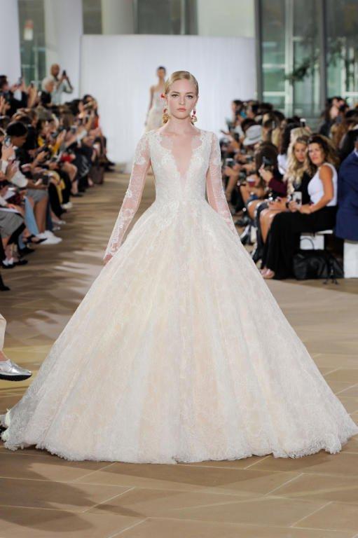 فستان عرس ذو تصميم راقي بكم طويل