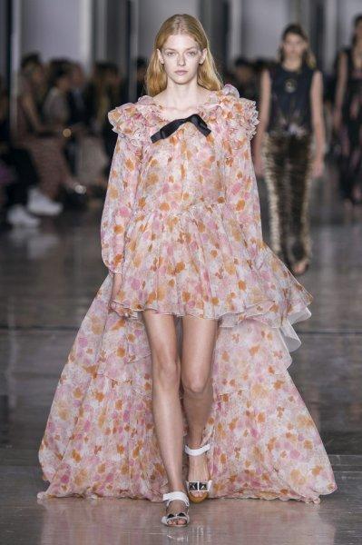 فستان-بتنورة-منفوشة-وكشاكش-و-كرانيش-