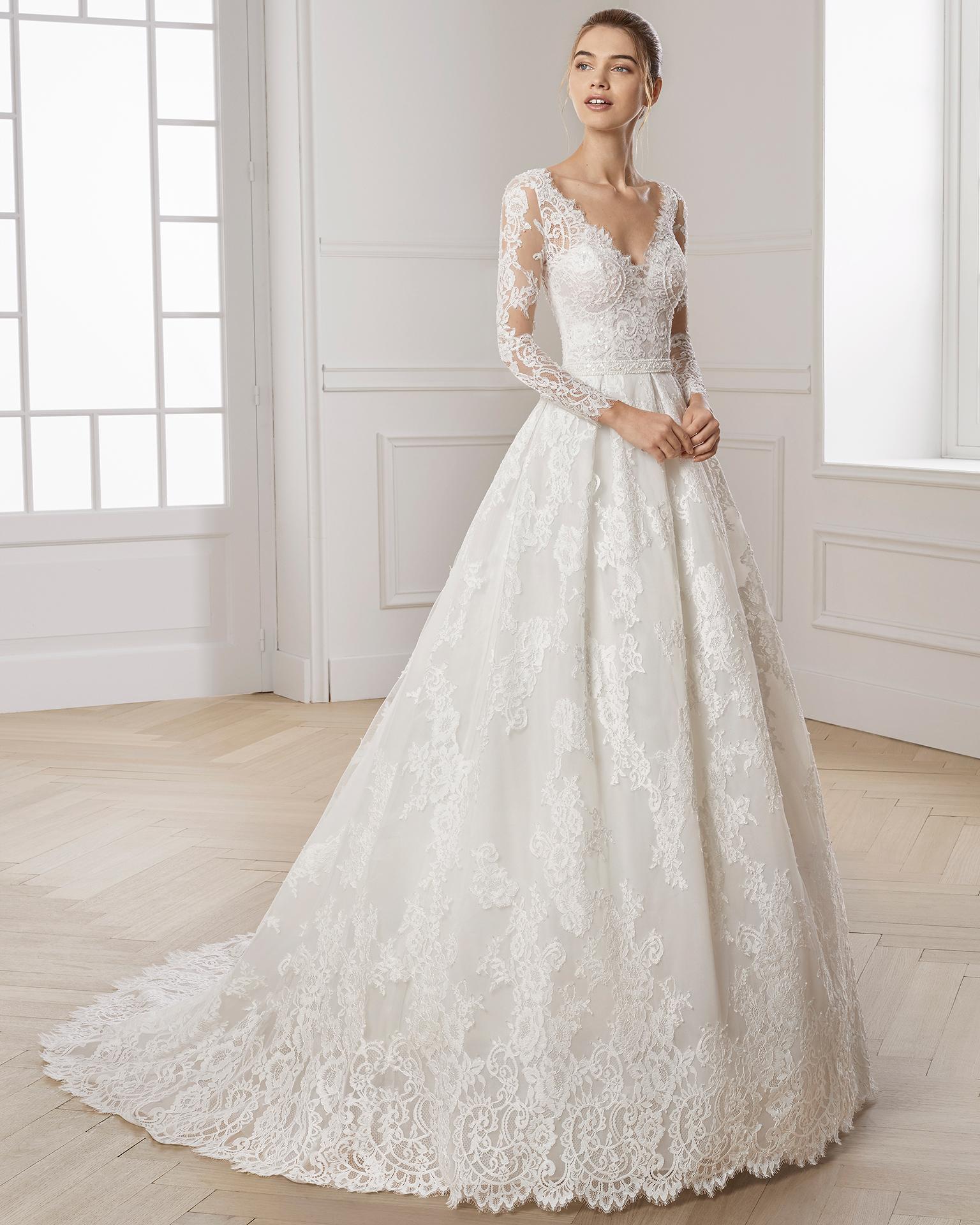 فستان زفاف بتصميم راقي ومميز للغاية بكم طويل من الدانتيل 2019