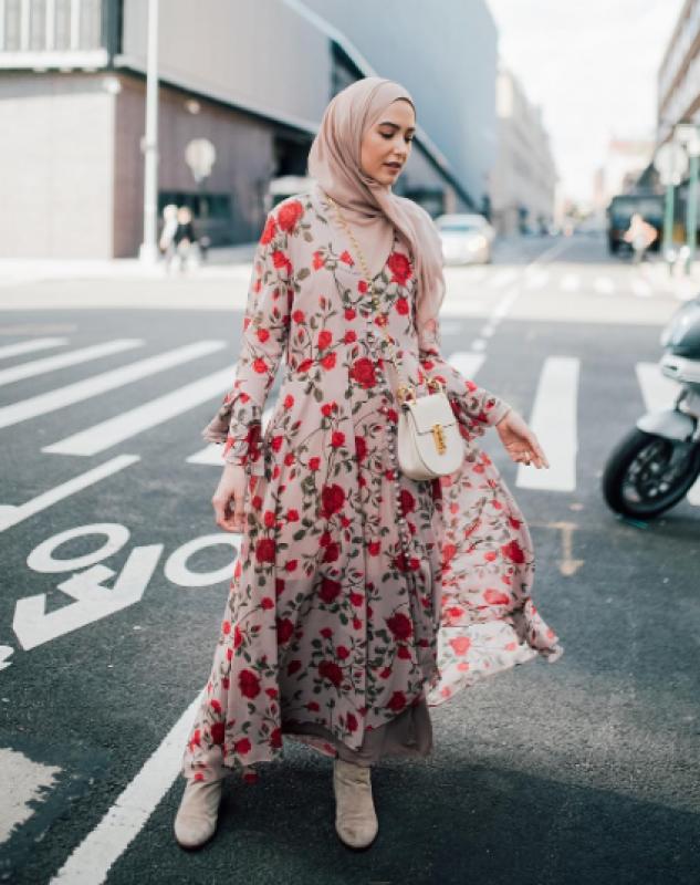 فستان شيفون ذو طابع مميز للمحجبات
