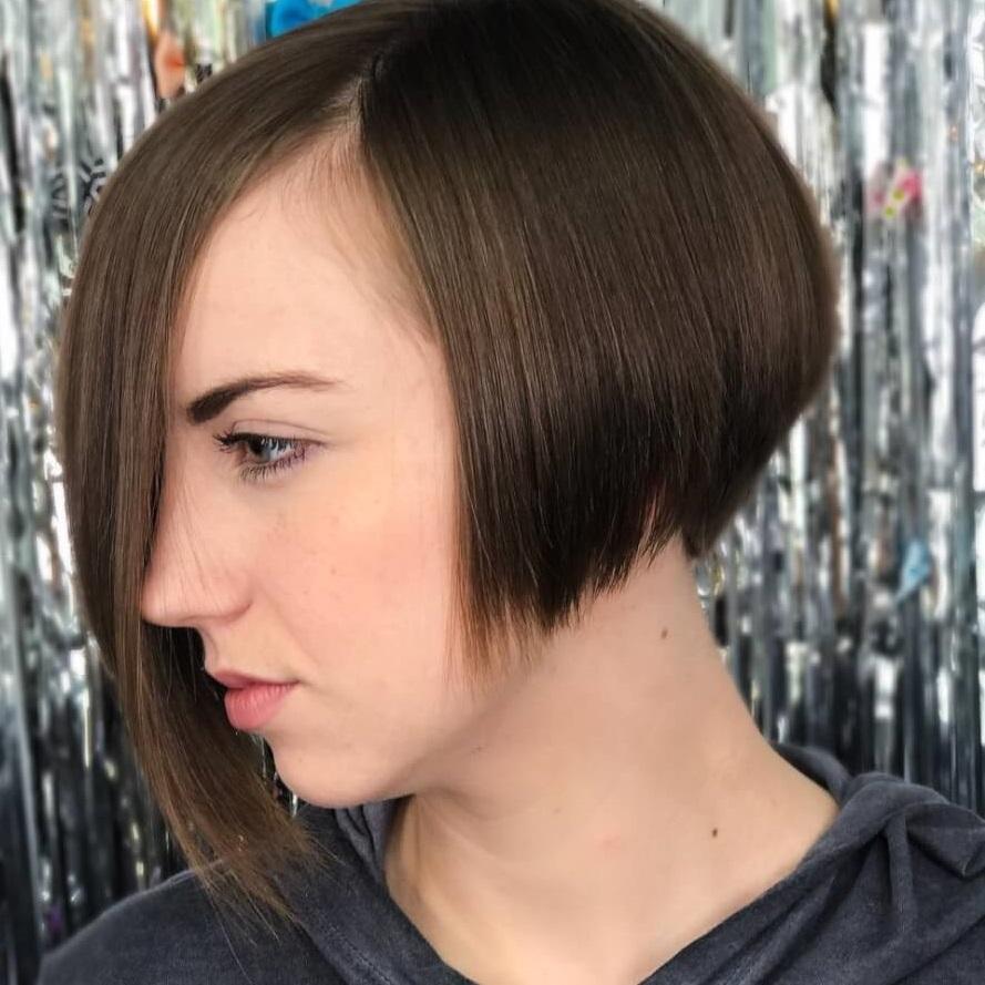 قصات شعر عصرية لصاحبات الشعر الخفيف ذو الطول القصير