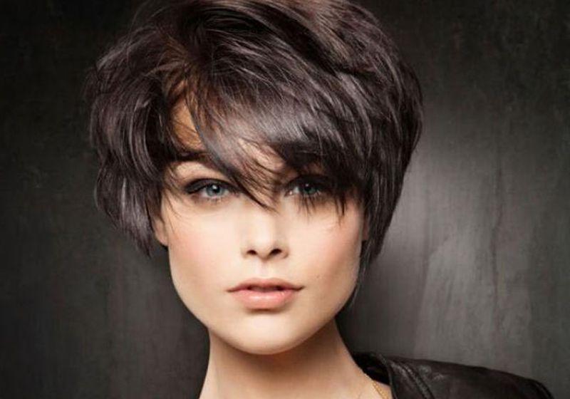 قصات شعر قصير متدرج للوجه الطويل
