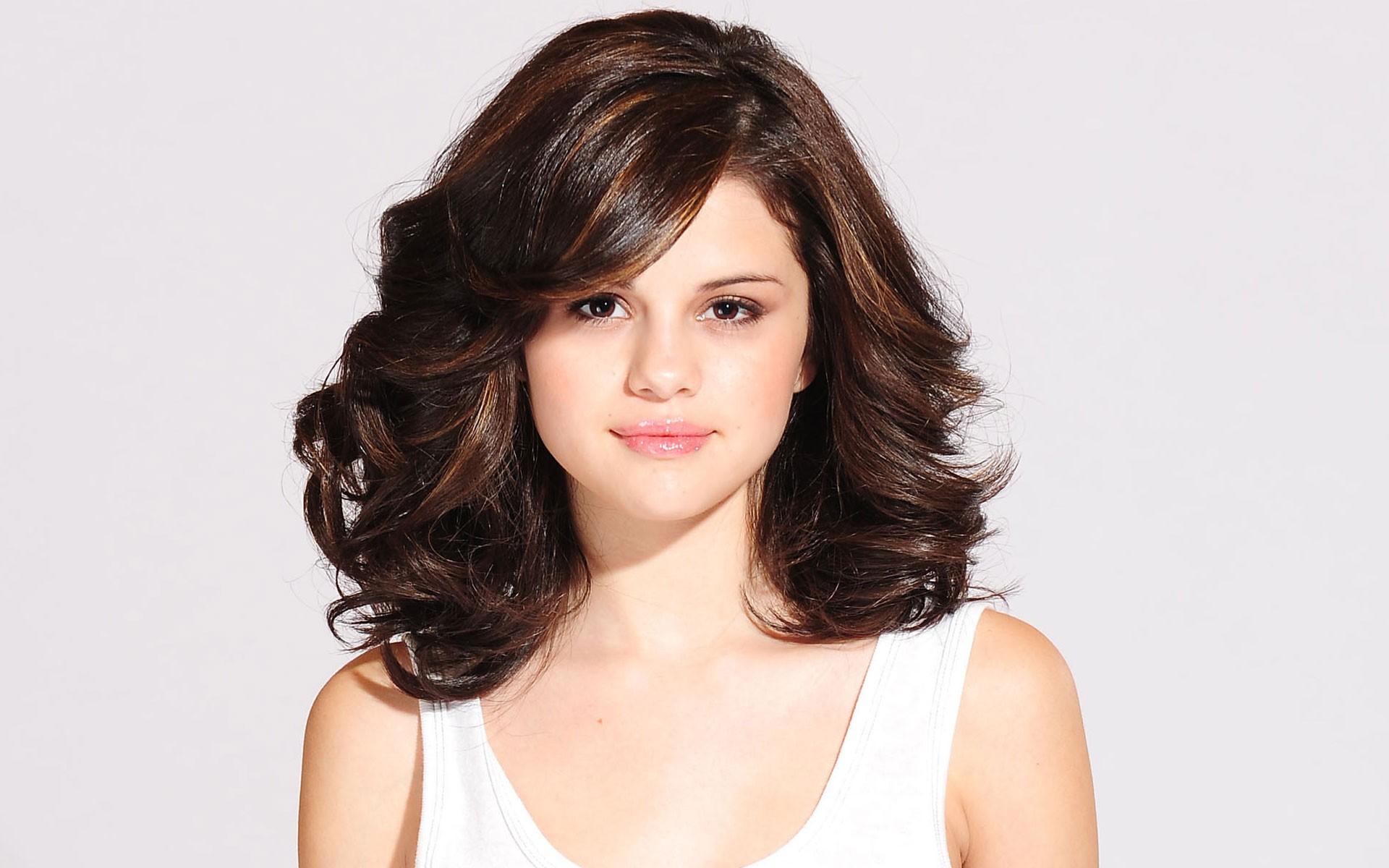 قصات-شعر-مدرج- متوسط-الطول- (1)