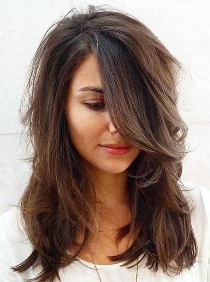 قصات-شعر-مدرج- متوسط-الطول- (2)