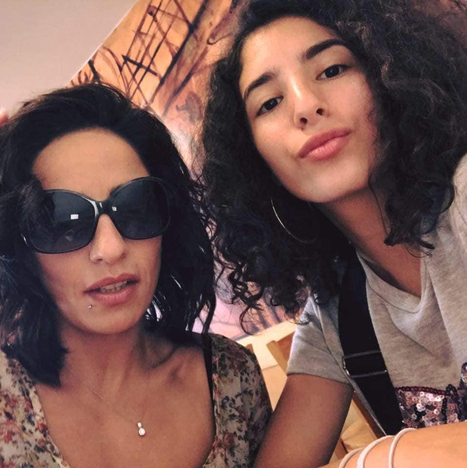لينا أحمد فاروق الفيشاوي مع والدتها هند الحناوي