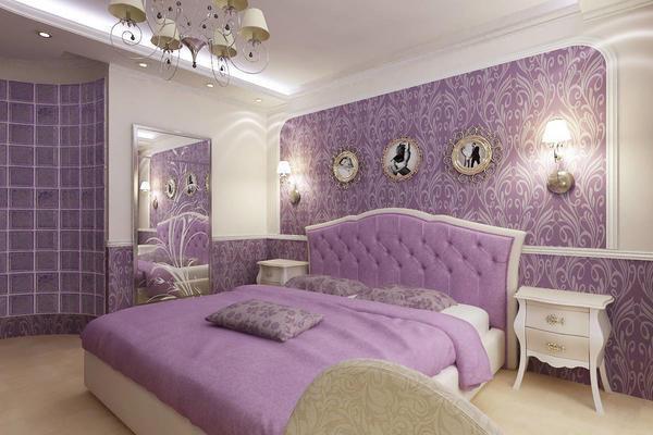 ورق حائط باللون الأرجواني مع تداخلات اللون الفضي