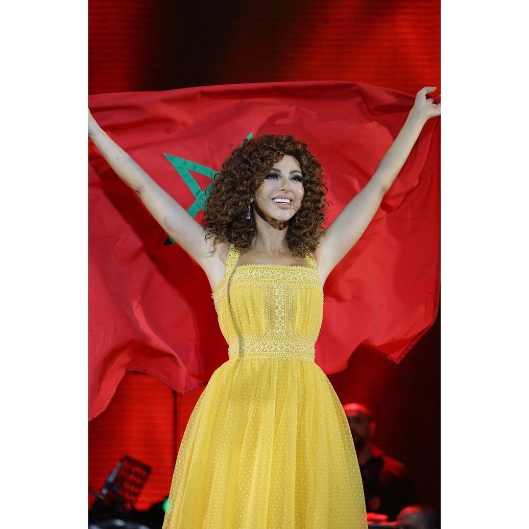 ميريام فارس في مهرجان موازين بفستان من اللون الأصفر المستطردة