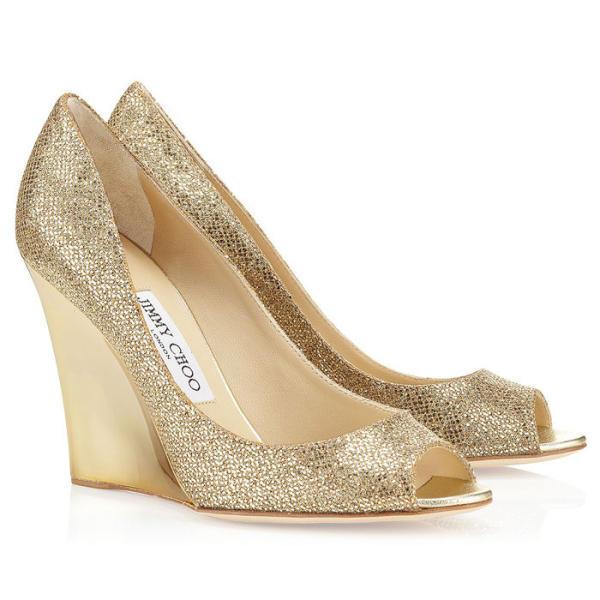 صورة حذاء ذهبي للعروس ذو كعب عالي